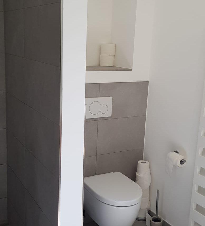 BV Niederpöcking. Reiheneckhaus. 2 Bäder, WC, Flur